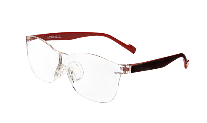 Zoffのシニア戦略商品メガネ型ルーペ「Zoff DECA」の販売店を拡大