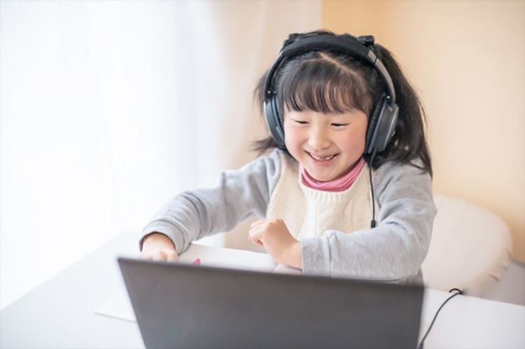 JINSがサポートするGIGAスクール構想によって進む子どもたちの新しい暮らし方