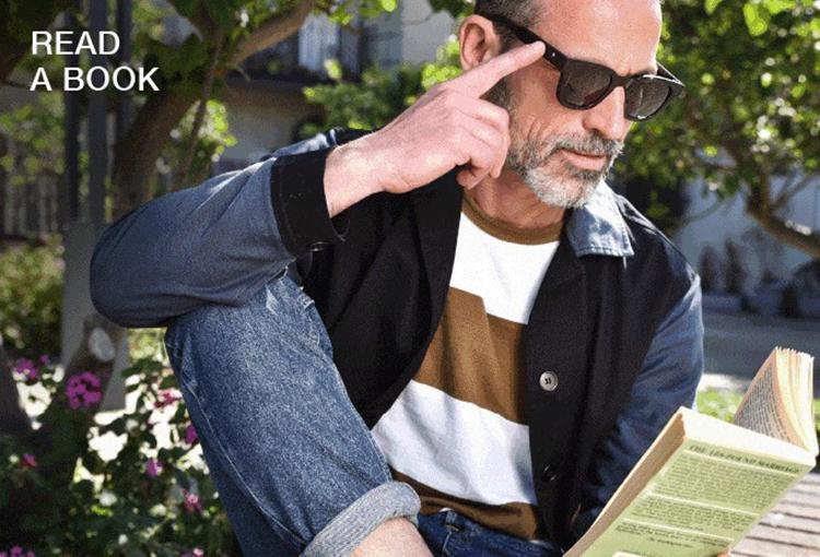 スマホのようにスワイプすれば一瞬で老眼鏡に切り替わるサングラスが誕生 !